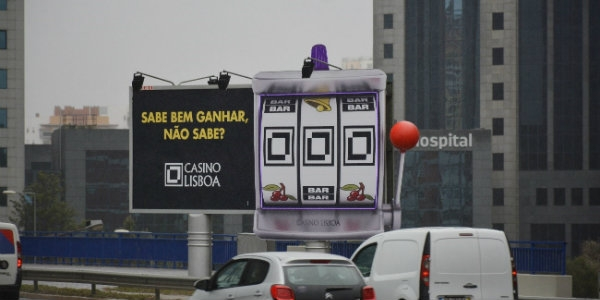 Casino Lisboa deixa slot machine na estrada