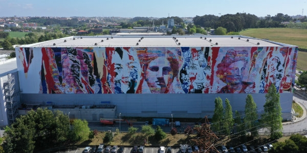 Vhils e PichiAvo pintam fachada do Super Bock Group