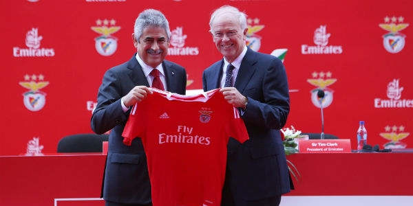 Emirates voa nas camisolas do Benfica